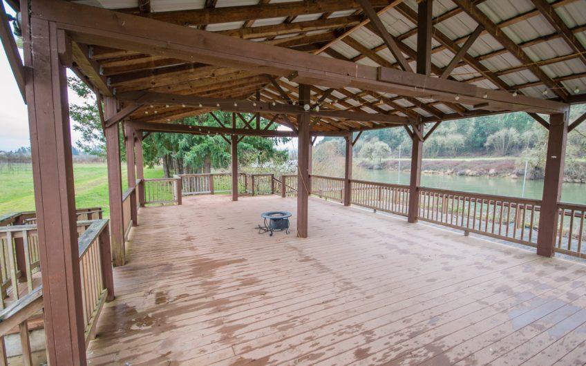 Roseburg Vineyard and Tasting Room on the River